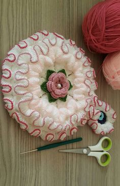 Karanfil bahçesi yüz lifi yapımı yine farlı bir lif modeli ile karşınızdayız.Yüz lifi modeli hanımlarımızın en çok yüz bakımında güzellik için peeling yapın Crochet Star Patterns, Doily Patterns, Weaving Patterns, Crochet Designs, Crochet Leaves, Crochet Stars, Crochet Round, Crochet Flowers, Crochet Mat