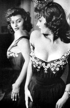 Sexy mama Sophia Loren