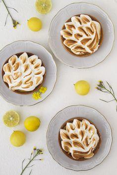 Lemon Meringue Tartlets יהודית גורן - צילום וסטיילינג Yehudit Goren - Photography and Styling You can follow my page: http://on.fb.me/1KzRVIz