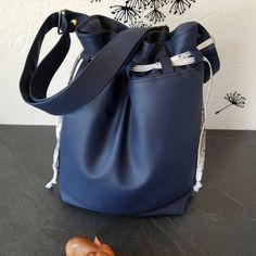 13olyphants sur Instagram: Calypso ... C'est le 1er sac que j'ai cousu. C'était il y a 2ans.... Je voulais depuis longtemps en refaire un. Et le voici :) Modèle…