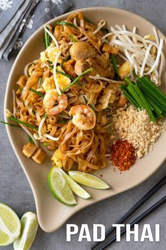 One of our viewers asked for a stir-fry rice noodles so here it is, pad Thai. A super delicious Thai stir-fry rice noodles with a perfect balance of sourness. Easy Asian Recipes, Thai Recipes, Easy Dinner Recipes, Healthy Recipes, Yummy Recipes, Healthy Food, Thai Stir Fry, Stir Fry Rice, Pad Thai Receta