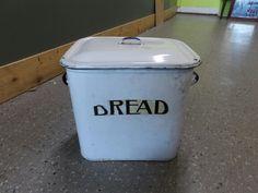 Vintage metal bread bin ---------------- £10 (pc766)