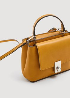 For most women, purchasing an authentic designer handbag is not something to rush into. As these hand bags can certainly be so costly, ladies sometimes agonize over their choices before making an actual ladies handbag acquisition. Fashion Handbags, Purses And Handbags, Fashion Bags, Leather Handbags, Leather Bag, Mango France, Green Bag, New Bag, Mode Style