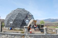 Romanian Dome Home Casa Octagonal, Geodesic Dome Homes, Dome House, Building Structure, House In The Woods, Tiny House, Facade, House Plans, Louvre