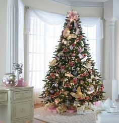 elegant pink and gold christmas decor