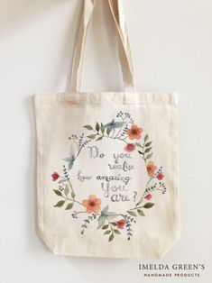 5 DIY Christmas presents that are actually not rubbish - Home decor by Imelda - Diy Bag Painting, Fabric Painting, Painted Canvas Bags, Canvas Tote Bags, Diy Christmas Presents, Diy Presents, Christmas Diy, Blessing Bags, Diy Tote Bag