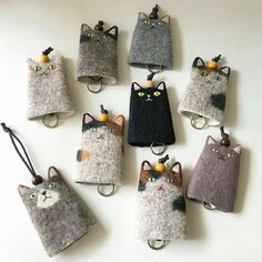 Wonderful Pics Key Hanger cat Popular Misplacing your keys is one of the most frustrating experiences. You seem to get rid of them at the Fabric Crafts, Sewing Crafts, Sewing Projects, Wet Felting, Needle Felting, Cat Crafts, Diy And Crafts, Felt Cat, Cat Doll