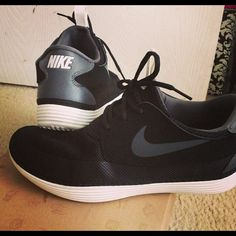 10 Men's Nike sneakers shoes •All offers are welcome •Brand new •Authentic •Box is not included ****CHEAPER THROUGH ♏️***** Nike Shoes Athletic Shoes