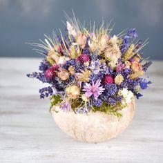 Dried flowers bouquet, lavender and coconut shell Dried Flower Bouquet, Dried Flowers, Coconut Shell, Lavender, Vase, Table Decorations, Plants, Ideas, Home Decor