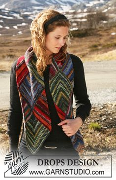 """DROPS scarf in garter st with domino squares in """"Fabel"""". ~ DROPS Design - free"""