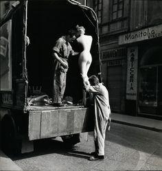 Elliott Erwitt. Milan, 1949.  [::SemAp FB || SemAp G+::]