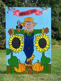 Fall-themed face cut-out photo board Fall Halloween, Halloween Crafts, Halloween Stuff, Fall Photo Booth, Fall Festival Games, Fall Festivals, Scarecrow Face, Harvest Day, Photo Cutout