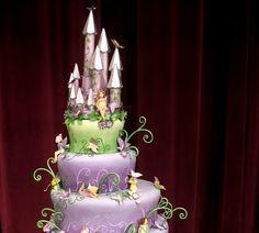O bolo xodó da garotada  (clique para ampliar)  Um bolo inspirado na brasileira Carmem Miranda  Courtney e uma de suas criações, um enorme b...
