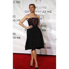 #RenéeZellweger In #Zacposen styled by @petraflannery