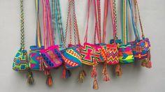 Wayuu Mochila Tapestry Crochet Free Patterns Tips & Guide Mochila Crochet, Bag Crochet, Crochet Purses, Cute Crochet, Hippie Bags, Boho Bags, Tapestry Bag, Tapestry Crochet, Quilt Modernen