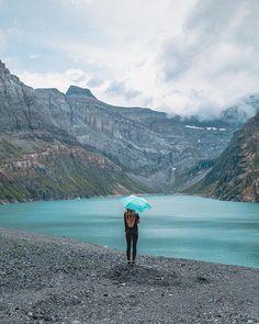 De Zero 99 van Doppler is de lichtste paraplu ooit, de paraplu weegt maar 99 gram! Ondanks het lichte gewicht kan de paraplu wind tot wel 80km/u weerstaan. Kortom de Zero 99 van Doppler is super om altijd bij de hand te hebben. Verkrijgbaar in verschillende kleuren bij ons in de winkel en online. Om, Mountains, Nature, Travel, Shopping, Viajes, Traveling, Nature Illustration, Off Grid