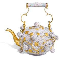 Meissen - teapot with snowball blossoms