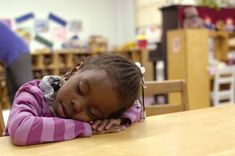 The Secret to Smarter Kids: Naps. Article by Time Magazine about the improved brain performance and social skills when toddlers take naps. Preschool Age, Preschool Crafts, Kids Sleep, Child Sleep, For Facebook, Educational Activities, Social Skills, Child Development, Pre School