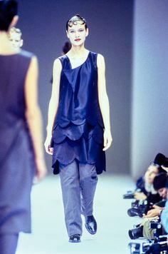 Comme des Garçons Spring 1995 Ready-to-Wear Fashion Show