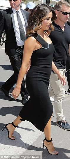 Eva Longoria stuns fans in leg-flashing thigh-split black dress #dailymail