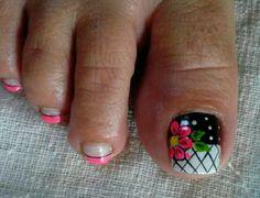 Floral toenail art Pedicure Designs, Pedicure Nail Art, Toe Nail Designs, Nail Polish Designs, Toe Nail Color, Toe Nail Art, Toe Nails, Nail Colors, Daisy Nails