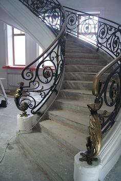 "Художественная мастерская ""ВЕМ"" Round Stairs, Wrought Iron Staircase, House Staircase, Home Stairs Design, Iron Art, Iron Doors, Art Deco, Architecture, Modern"