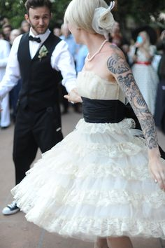 to ] Great to own a Ray-Ban sunglasses as summer gift.S's Rockabilly Wedding Photography by Jillian West ~ Loved her dress! Moda Rockabilly, Rockabilly Wedding, 50s Wedding, Rockabilly Fashion, Wedding Bells, Dream Wedding, Wedding Dresses, Rockabilly Style, Gangster Wedding