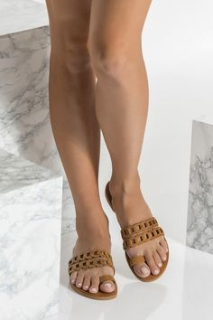 Toe ring sandals handcrafted from high quality waxed nubuck leather. Aura model with clean and modern design consisting of our signature chain straps and a toe loop. Toe Ring Sandals, Bridal Sandals, Boho Sandals, Greek Sandals, White Sandals, Toe Rings, Flat Sandals, Pretty Sandals, Brown Leather Sandals