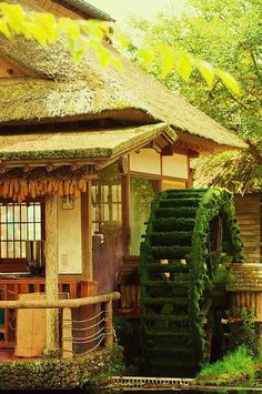 Mossy Waterwheel, Yamanashi, Japan️ Travel and Photography from around the world. Beautiful World, Beautiful Places, Beautiful Pictures, Amazing Photos, Japan Kultur, Yamanashi, Water Mill, Japanese Architecture, Japan Photo