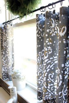 ideas kitchen window over sink decor cafe curtains Bathroom Window Coverings, Bathroom Window Curtains, Bathroom Windows, Diy Curtains, Kitchen Curtains, Sewing Curtains, Privacy Curtains, Hanging Curtains, Shower Window