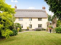 Low Farm Cottage (ref             UKC389) in                 Blofield, near Norwich, Norfolk |                     English-Country-Cottages