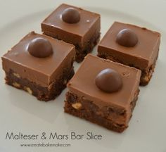 and Mars Bar Slice Malteser and Mars Bar Slice! Looks easy, no bake just melt and chill! NOT HEALTHY, lol.Malteser and Mars Bar Slice! Looks easy, no bake just melt and chill! NOT HEALTHY, lol. Fudge Recipes, Cheesecake Recipes, Baking Recipes, Dessert Recipes, Nutella Cheesecake, Bar Recipes, Recipies, Chocolate Slice, Delicious Chocolate