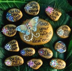 Painted Rock Ideas - Do you need rock painting ideas for spreading rocks around your neighborhood or the Kindness Rocks Project? Here's some inspiration with my best tips! Pebble Painting, Pebble Art, Stone Painting, Diy Painting, Shell Painting, Soul Stone, Stone Art, Stone Crafts, Rock Crafts