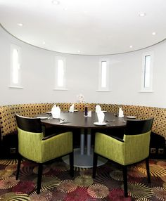 Bespoke Banquette Seating - Hotel restaurant