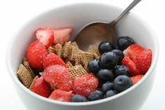 Nunca é demais relembrar a importância do pequeno-almoço: recarrega o corpo com a energia necessária depois de uma noite de jejum, acelera o metabolismo, aclara e alerta a mente.