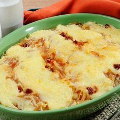 Receita de Batata ao Forno com Bacon e Requeijão - 250 gr de requeijão cremoso, 600 gr de batata, 2 caldos de legumes, 1 lata de molho de tomate, 4 unidades...