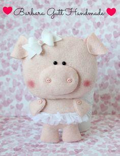 Needle Felting Tutorials and felt crafts Pig Crafts, Animal Crafts, Felt Crafts, Crafts For Kids, Handmade Toys, Handmade Crafts, Felt Christmas Ornaments, Felt Patterns, Felt Fabric