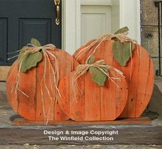 Pallet Wood Pumpkins Pattern from the Winfield Collection. Pallet Home Decor, Pallet Crafts, Wooden Crafts, Wooden Diy, Wooden Pumpkin Crafts, Wooden Garden, Fall Projects, Wood Projects, Wood Pallets