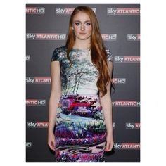 """255 Me gusta, 2 comentarios - Sophie Turner (@sophieturnerlove) en Instagram: """"I love the dress she wore and the make up and hair she had at this premiere in my country 😍😍😍 ---…"""""""
