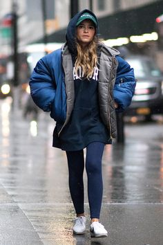 All about the fashion/ future clothes in the making. Casual Outfits, Fashion Outfits, Womens Fashion, Urban Fashion, Black Coat Outfit, Star Clothing, Winter Coats Women, Casual Street Style, Streetwear Fashion