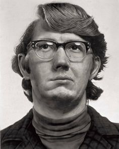 Chuck Close (b. Monroe, WA) is renowned for his highly inventive techniques of painting the human face, and is best known for his large-scale, photo-based portrait paintings. In Close was Chuck Close Paintings, Chuck Close Portraits, Statues, Yale School Of Art, Abstract Portrait, Oil Portrait, Create Photo, Photorealism, Les Oeuvres