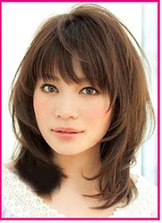 Haircuts for shoulder-length hair with bangs # curls # hairlength # diagonal bangs hairstyles About Haarschnitte für schulterlanges Haar mit Pony - Neu Haare Frisuren 2018 PinYou can easily use my p Medium Haircuts With Bangs, Medium Layered Haircuts, Haircut Medium, Haircut Long, Hair Styles For Medium Hair With Bangs, Asian Haircut, Shoulder Length Hair Cuts With Bangs, Bang Haircuts, Stacked Haircuts