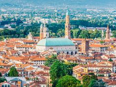 The impressive Basilica Palladiana dominates Vicenza's skyline Questions, Paris Skyline, Places, Travel, Awesome, Impressionism, Bonito, Architecture, Viajes