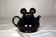 Mickey Mouse teapot... I will DIE without one!!!