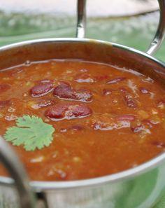 urz37je2sa Bonjour et bienvenue dans mon blog cuisine. Aujourd'hui nous allons cuisiner &Rajma&, ce sont des haricots rouges à l'indienne. C'est une recette très très simple, avec les ingrédients que j'utilise...