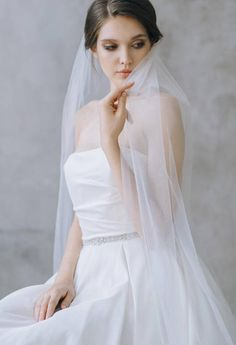 Are you looking for beautiful wedding dresses for brides? We have a large collection of wedding dresses and gowns for women and brides. Simple Wedding Veil, Wedding Dress Low Back, Amazing Wedding Dress, Wedding Bridesmaid Dresses, Brides And Bridesmaids, Boho Wedding Dress, One Shoulder Wedding Dress, Dress Out, Dress Lace