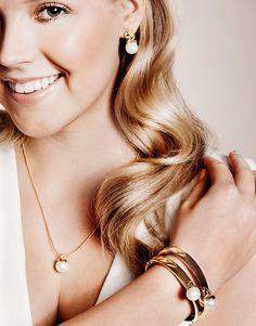 P.S. I love fashion -blogin Linda Juholan suunnittelema Cailap by Bloggers-malliston korut nyt 19,95 € / setti verkkokaupassamme.    Lindan koruissa kauniit lasihelmiriipukset Pearl Earrings, Pearls, Jewelry, Fashion, Moda, Pearl Studs, Jewlery, Jewerly, Fashion Styles