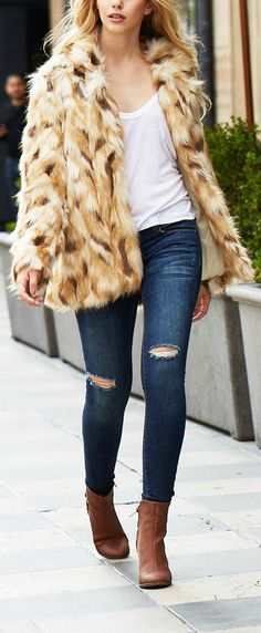 Flat out obsessed with this faux fur coat.