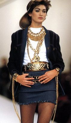Chanel Fashion Show 90s & more details