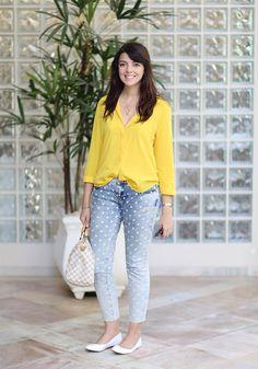 Jeans de bolinhas, camisa amarela e bolsa speedy louis vuitton http://www.justlia.com.br/2013/11/look-do-dia-azul-e-amarelo/